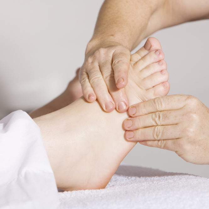 reumatoloxía-fisioterapia-servizo-a-domicilio-abrente-fisioterapia